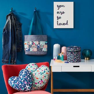 Shopper bag, applique canvas, heart pillows and zipped cosmetics case