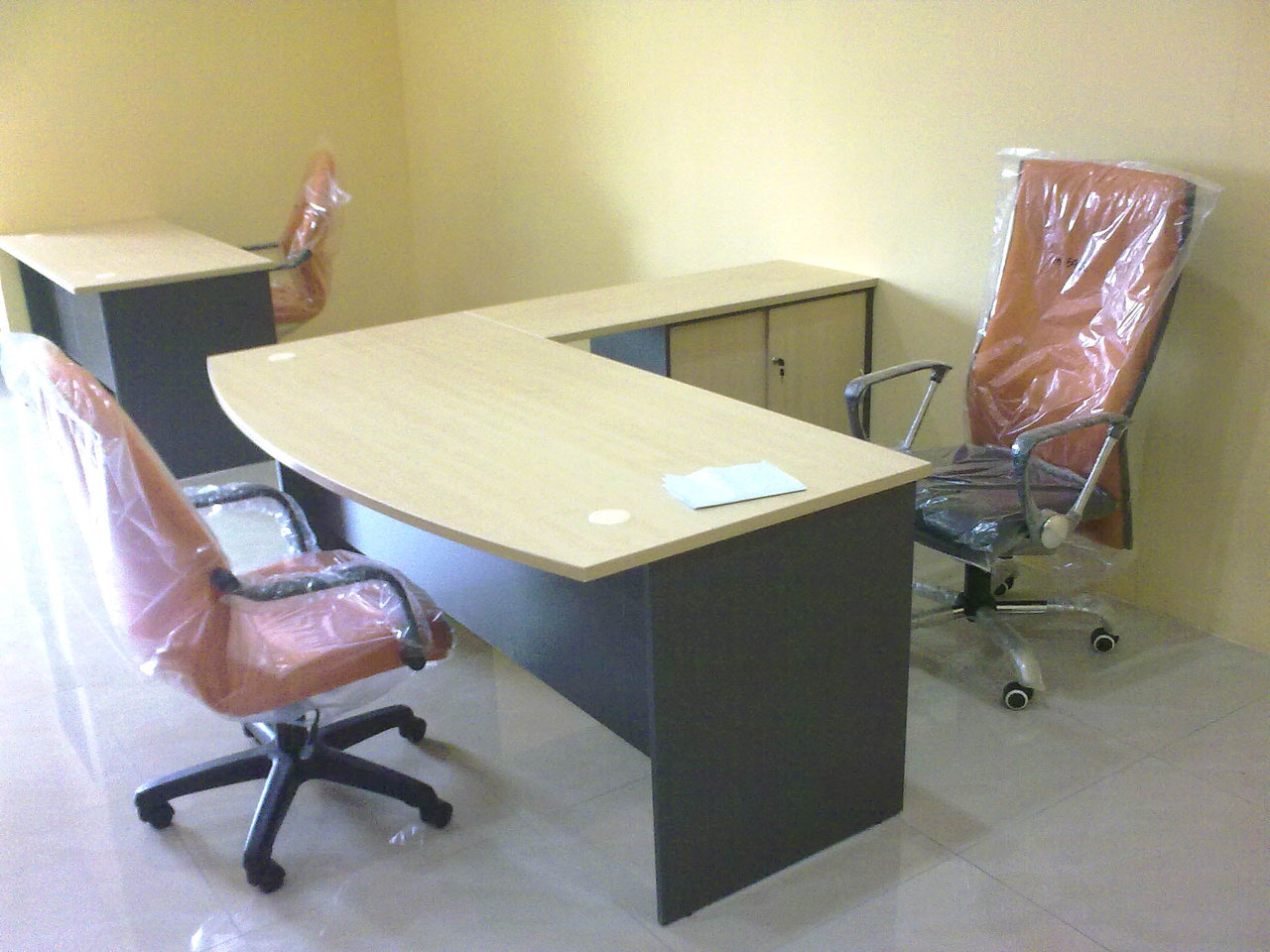 6'L D-Shape Managers Table