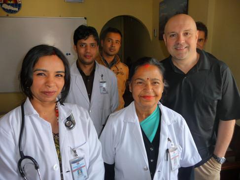 Nepal equip medicale.JPG