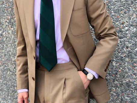 Khaki Suit, un traje a considerar