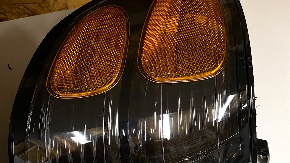 00 - 04 Tundra Double Crew Cab / Sequoia / Regular cab black corner lights
