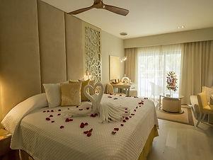 suites02-A-royale-resortpage-1200_v2.jpg