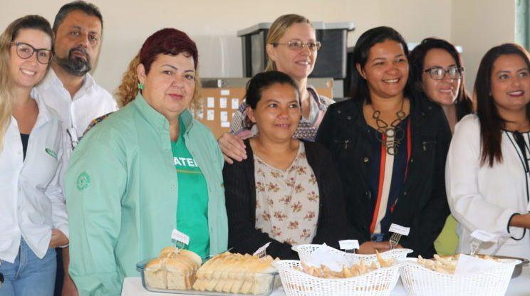 Diretores e gerentes da Emater-DF com o grupo Conexão Mulher: apoio trabalhadoras – Foto: Ascom/Emater
