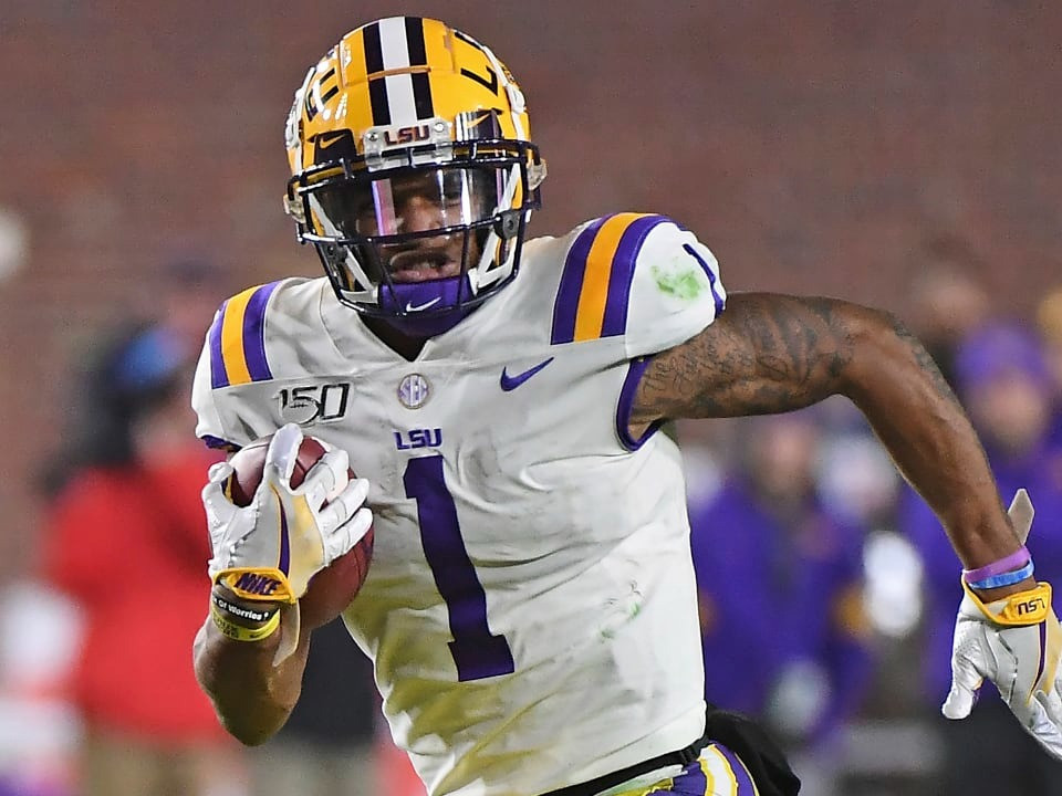 Ja'Marr Chase playing a college football game for LSU Tigers.
