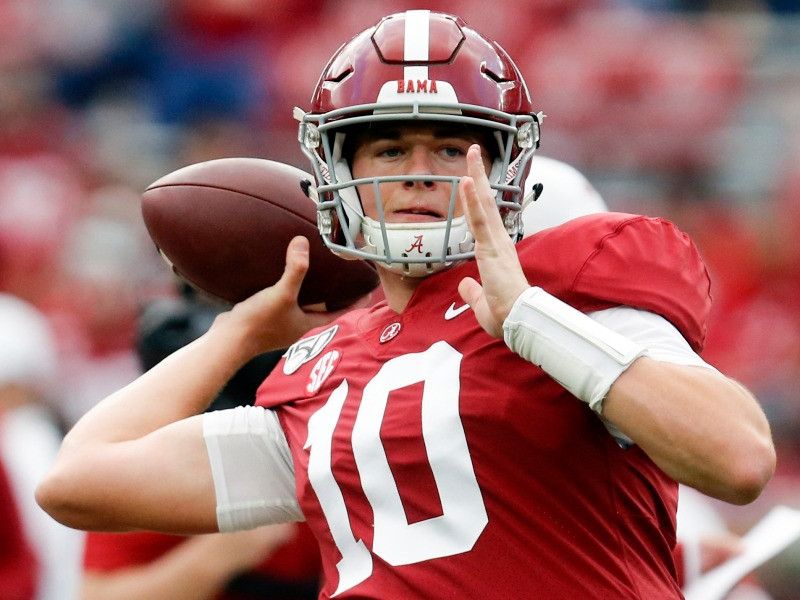 Alabama Crimson Tide quarterback Mac Jones won a National Championship in 2020. This is our scouting report for Mac Jones ahead of the 2021 NFL Draft.