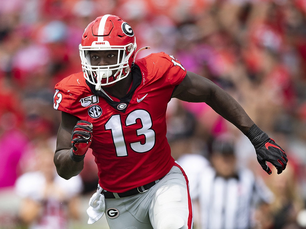 Georgia Bulldog Azeez Ojulari rushes the quarterback during a 2020 college football game. We analyse Ojulari's NFL Draft projection in a scouting report for the 2021 NFL draft prospect.
