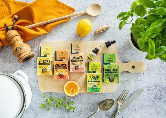 """Trockenprodukte, Kochen und Backen: """"Ätherische Gewürzöle"""" zum Kochen und Backen (Sonnentor) © PR Material"""