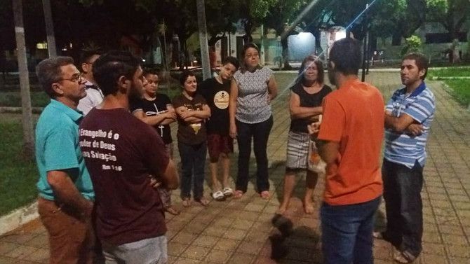 ORAÇÃO NAS PRAÇAS - TODOS OS DIAS IRMÃOS ORAM NAS PRAÇAS DE JUAZEIRO, CRATO E BARBALHA.