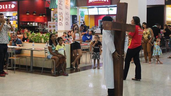 IMPACTO BÍBLICO REALIZA APRESENTAÇÃO ARTÍSTICA NO SHOPPING DE JUAZEIRO