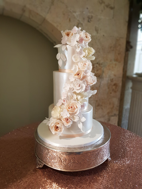 Farnham Castle wedding cake