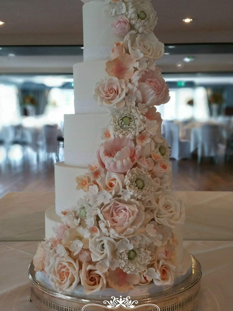 Old Thorns Wedding cake
