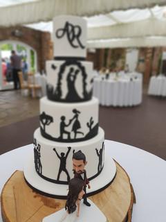 Sillhouette wedding cake