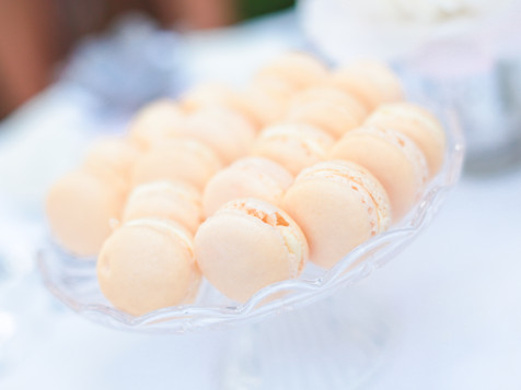 Wedding vanilla macarons