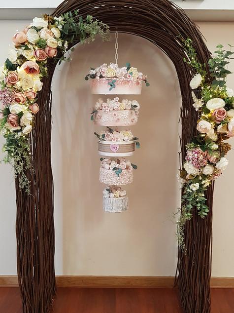 Arch hanging cake
