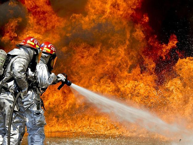 firefighters-115800_1280.jpg