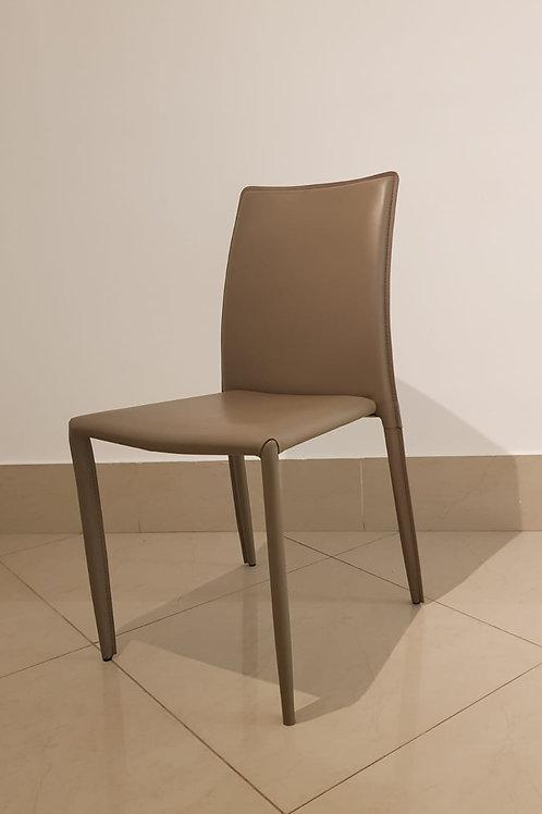 Cadeira em Couro Fendi