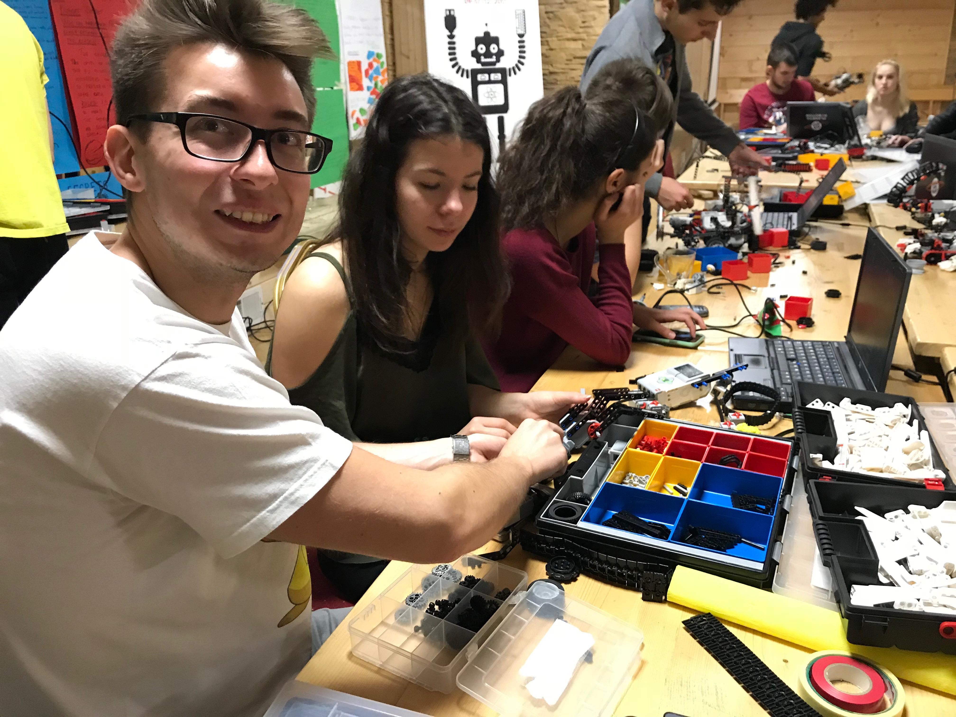 Budowanie i programowanie robotów