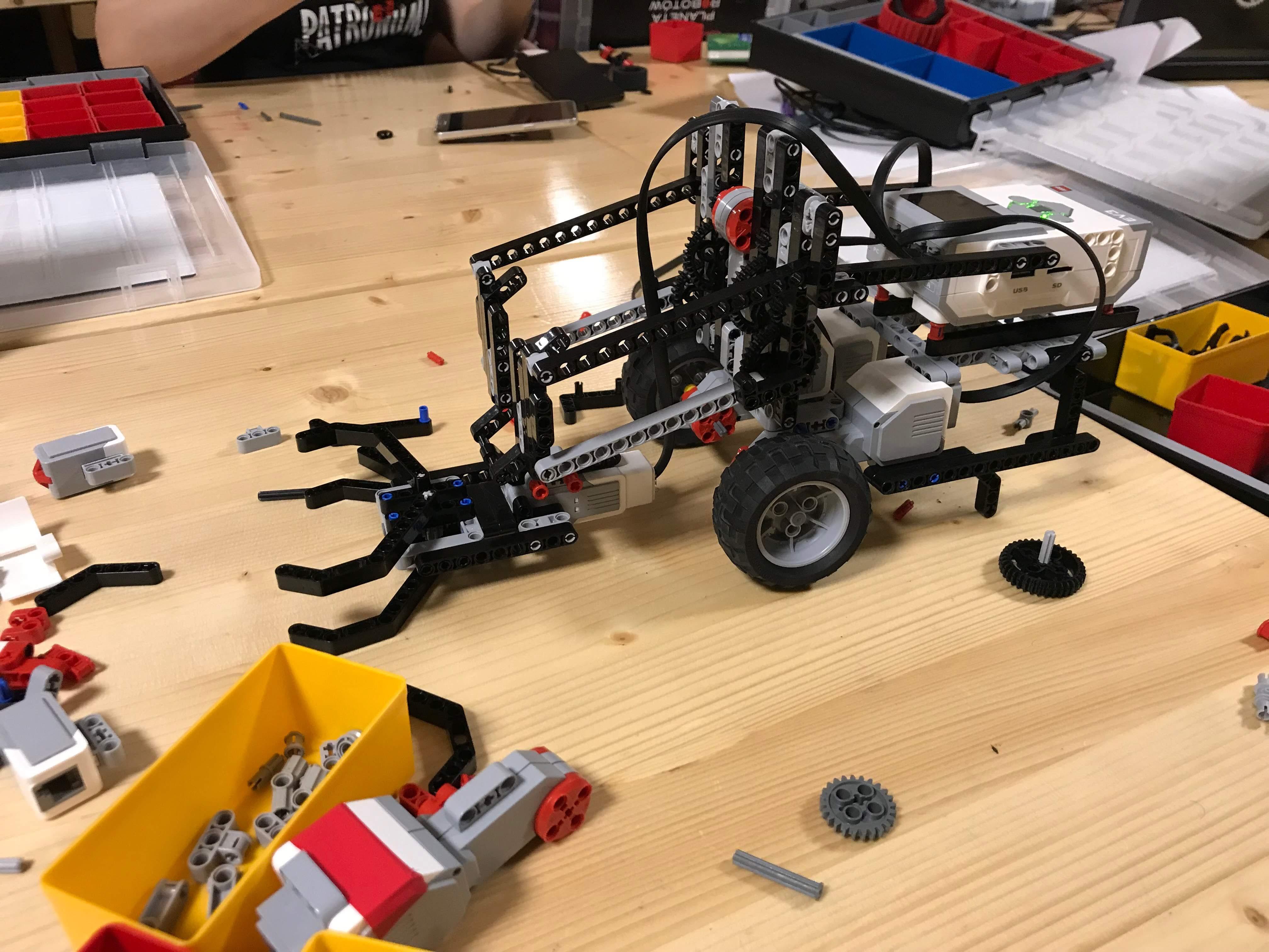 Robot z chwytakiem