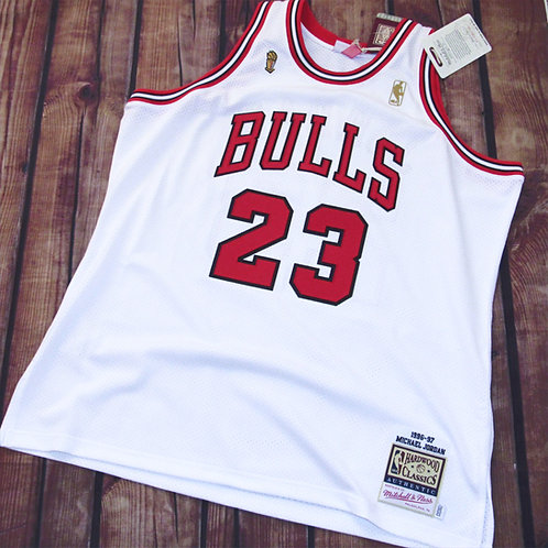 Mitchell & Ness Chicago Bulls Michael Jordan Home Jersey