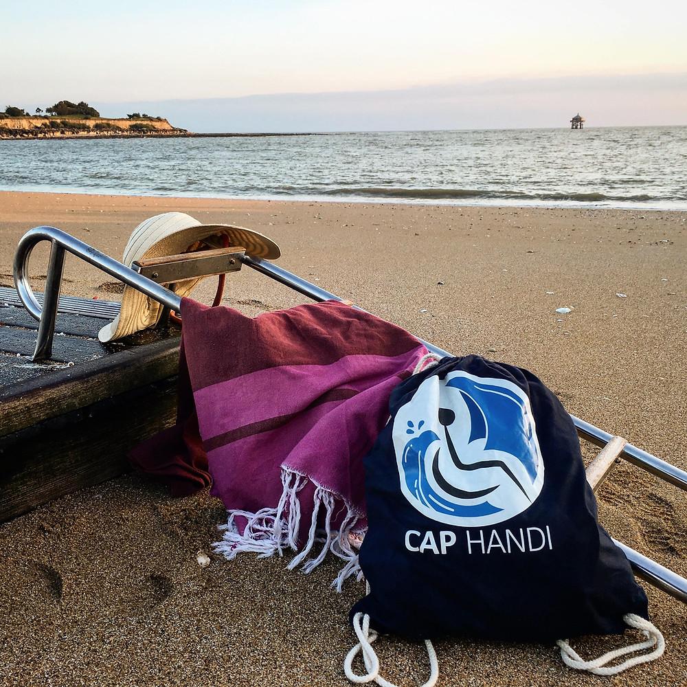 plage des minimes, phare du bout du monde, echelle de bain, premiére image du compte instagram #cap.handi17