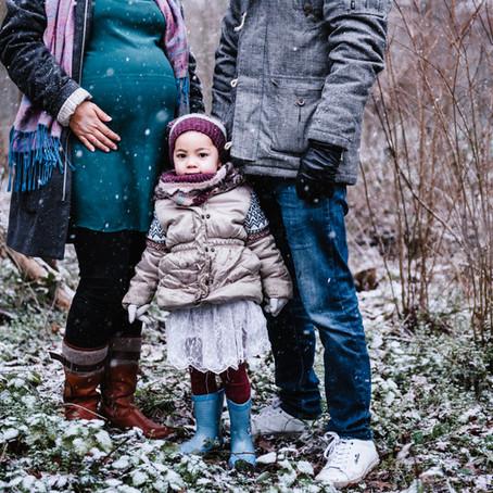 Séance famille sous la neige à Vincennes