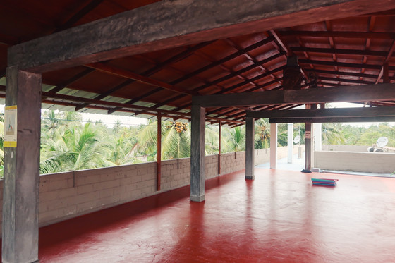 Yoga in Hikkaduwa with Lyndon Mason