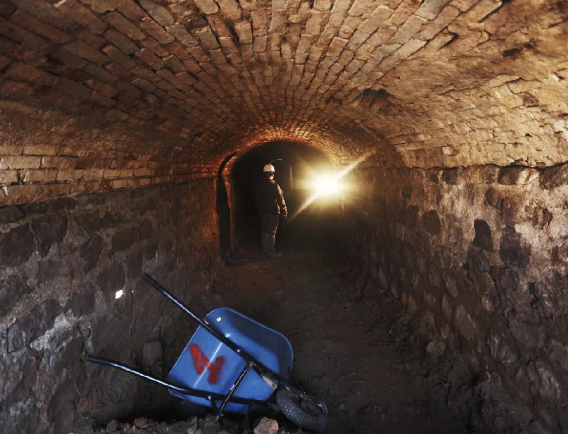 Apareció kilométrico túnel en Santiago.