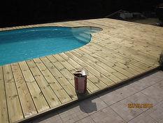 Terrasse-lames-sapin-bois-piscine