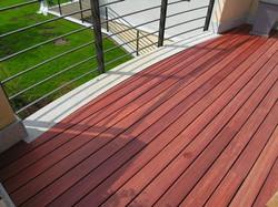 Terrasse-bois-en-padouk-balcon-gironde