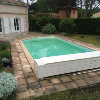 Tour-det-terrasse-en-bois-composite-silvadec-carbon-blanc