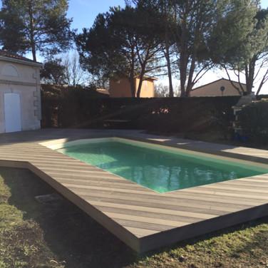 Tour-de-piscine-en-bois-composite-silvadec-a-carbon-blanc