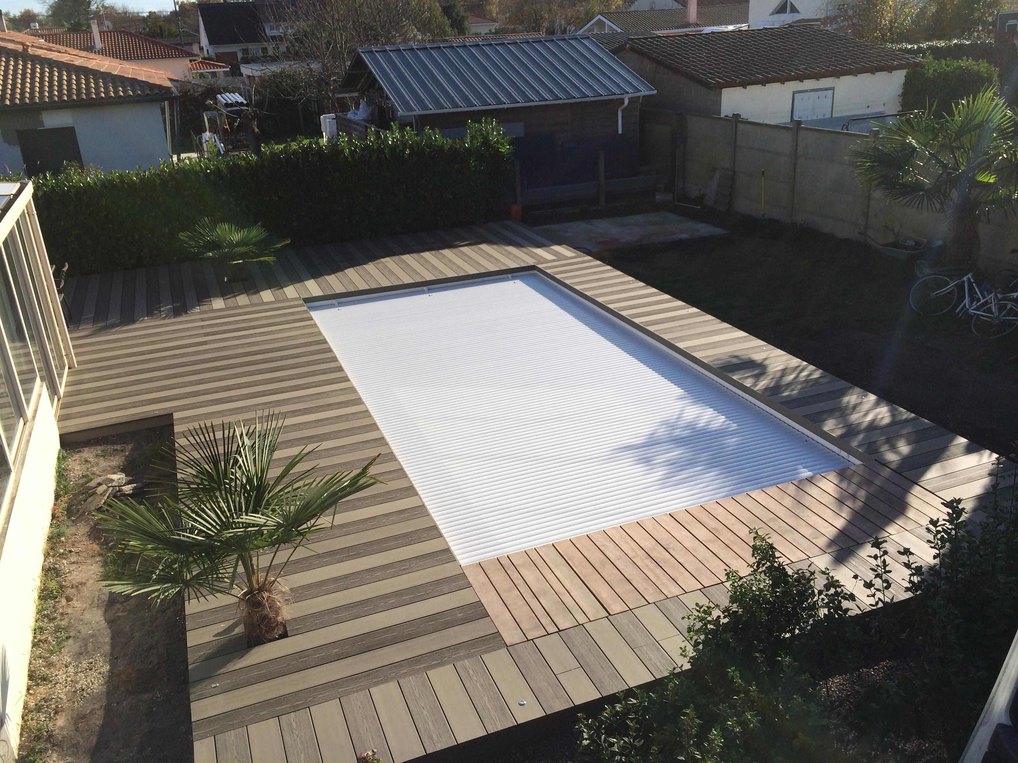 Terrasse-bois-composite-silvadec-gris-lisse-et-strié-terrasse-bois-Talence