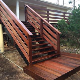 Terrasse-escalier-en-ipe-a-Hourtin