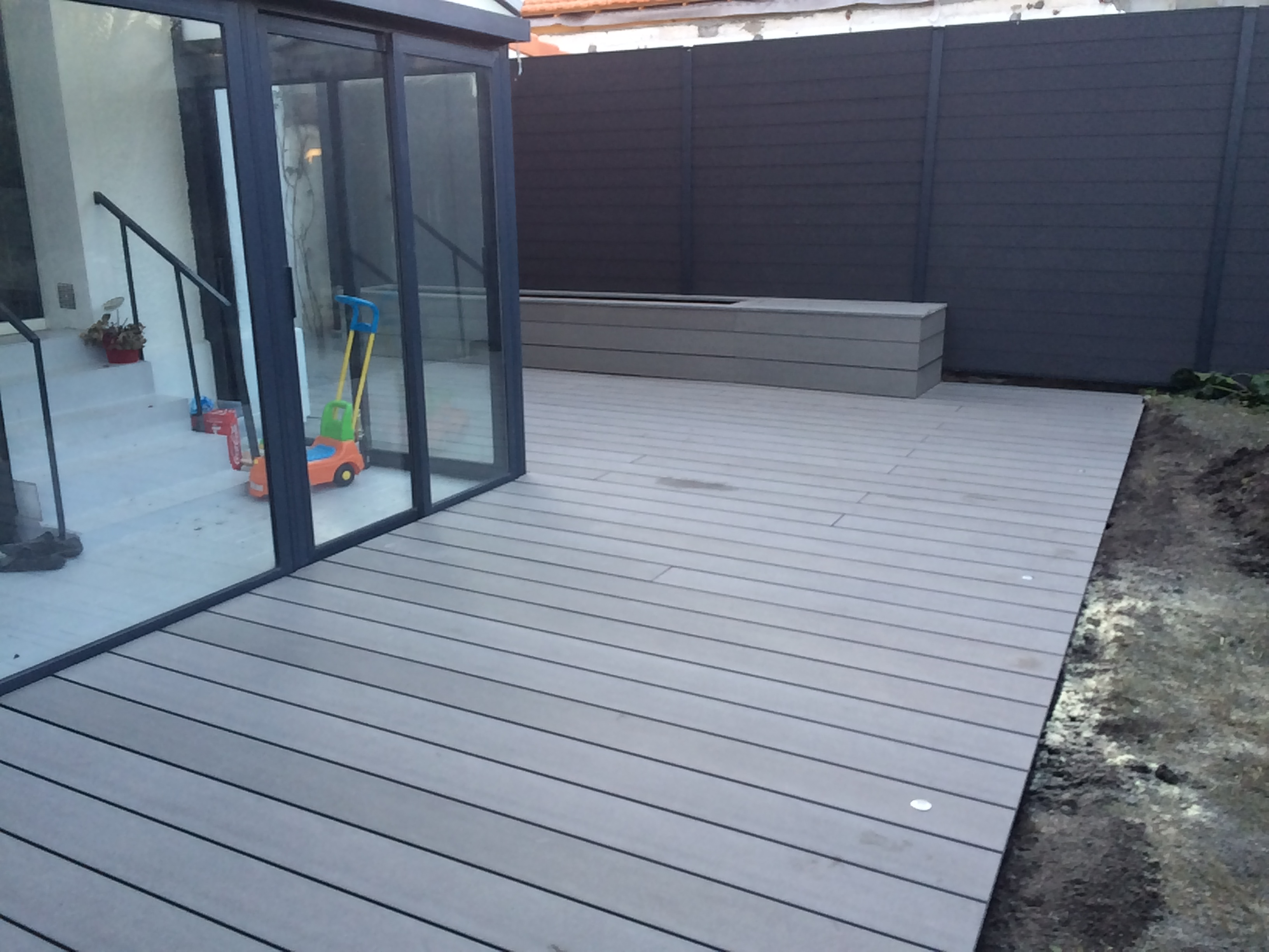Terrasse-composite-silvadec-terrasse-bois-et-composite-Cauderan