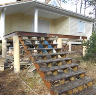 Terrasse-escaliers-en-ipe-a-Hourtin