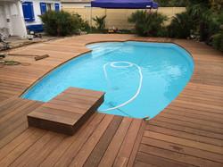 Terrasse-tour-de-piscine-ipe-carbon-blanc