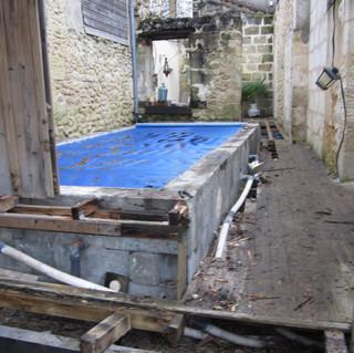 Terrasse-tour-de-piscine-mukulungu-a-Sainte-Eulali