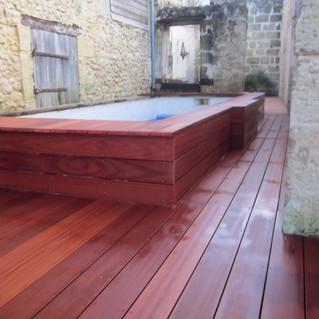 Terrasse-tour-de-piscine-mukulungu-Sainte-Eulali