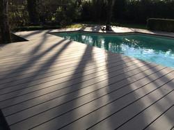 Terrasse-tour-de-piscine-bois-composite-saint-aubin-du-medoc