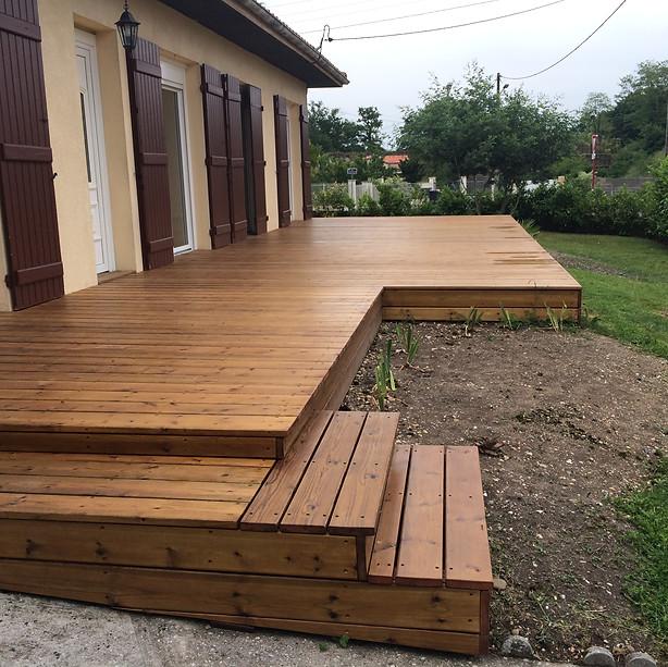 Terrasse-bois-sapin-marches-bois-Bruges-terrasse-bois-et-composite