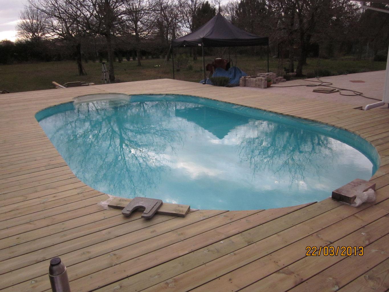 terrasse bois pour piscine hors sol fashion designs. Black Bedroom Furniture Sets. Home Design Ideas