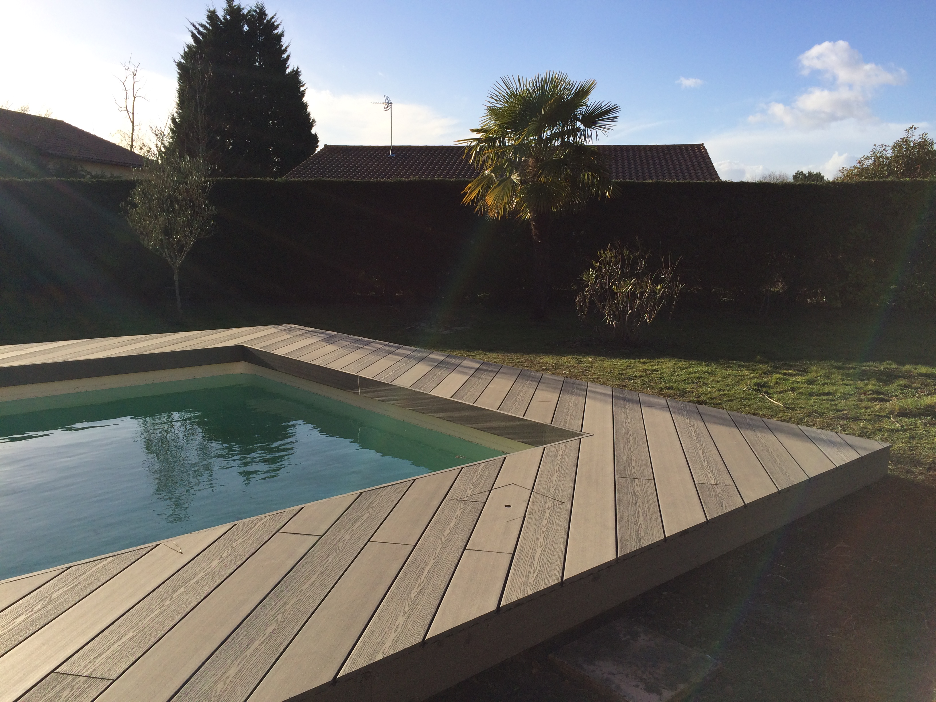 Terrasse-bois-tour-de-piscine-composite-silvadec-Pessac