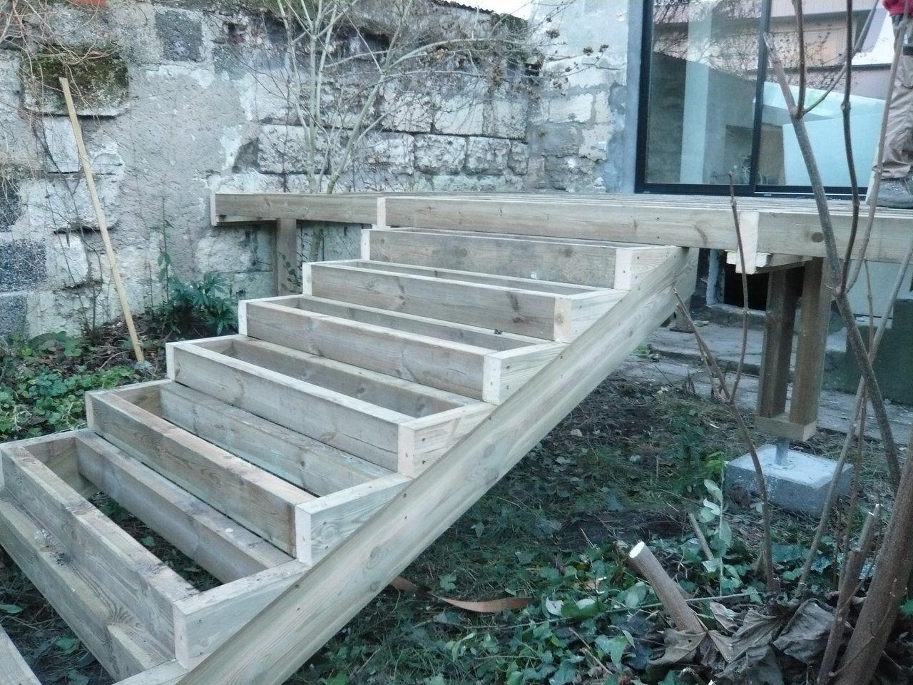 suivez pas pas la construction d une terrasse bois en image maison begge. Black Bedroom Furniture Sets. Home Design Ideas