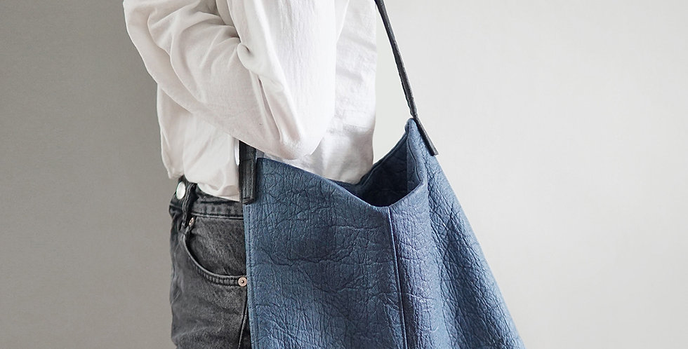 MERA Shoulder Bag