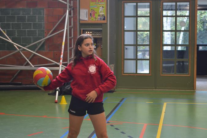 afdeling 1 en 2 bekampen elkaar in voetbal en netbal