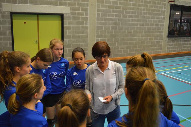 Meisjes behalen 2de plaats in het volleybal