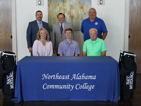 Everett Signs On For NACC Golf Team