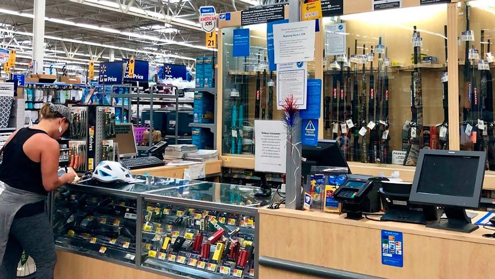 Walmar deja de vender armas y municiones después de tiroteo en El Paso
