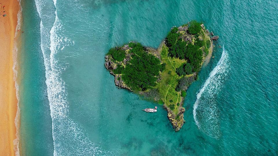 island-3542290_1920_edited.jpg