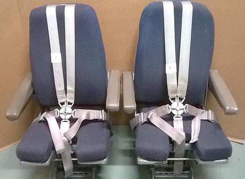 737 cockpit seats